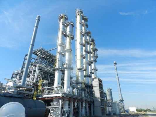 Wärmedämmung an der Kolonnenbatterie in einer chemischen Anlage