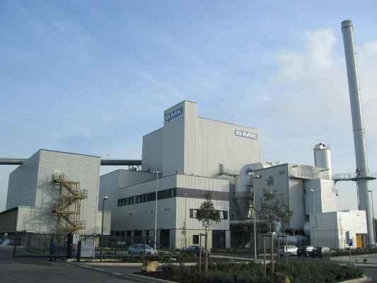 Volledige geveltechniek aan een biomassa-energiecentrale