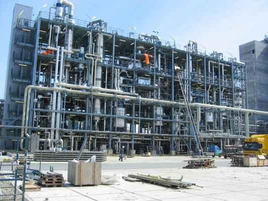Warmte- en koude-isolatie in een chemische installatie.